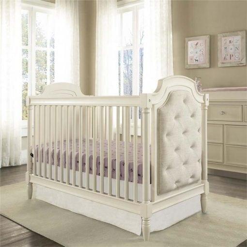 tempat tidur bayi klasik
